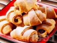 Рецепта Кифлички със сладко тесто с бакпулвер, без мая, маслени, без втасване, с конфитюр от ягоди